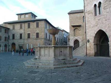 bevagna_piazza_silvestri_1