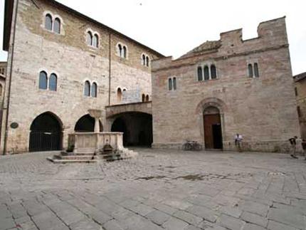 bevagna_piazza_silvestri_2
